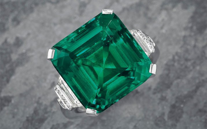 /data/MediaLibrary/articles/11782/main-the-rockefeller-emerald-an-emerald-and-diamond-ring-33-1-20170606100703.jpg